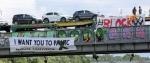 Немецкие анти-автомобильные протестные группы призывают прекратить внутреннее сгорание и причинить вред
